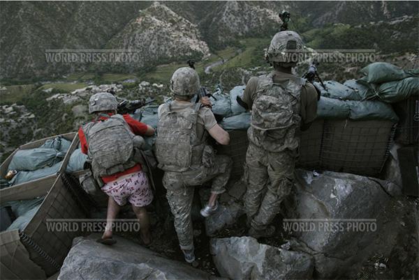 американец в розовых трусах сражается с талибами