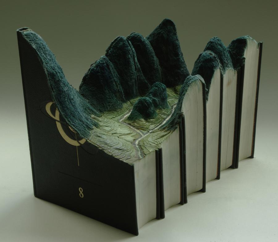 резьба по книгам Гая Ларами
