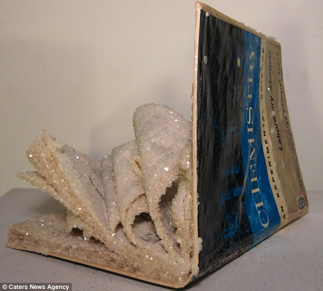 кристаллы на книгах