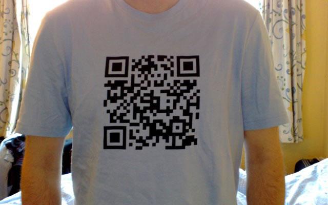 QR код на футболке
