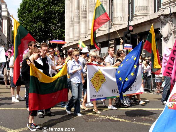 литовцы на гей-параде в Лондоне